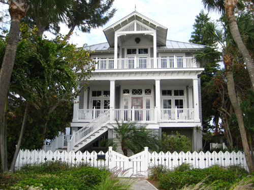 Beach houses we love some shore shopping young house love for Beach house exterior colors